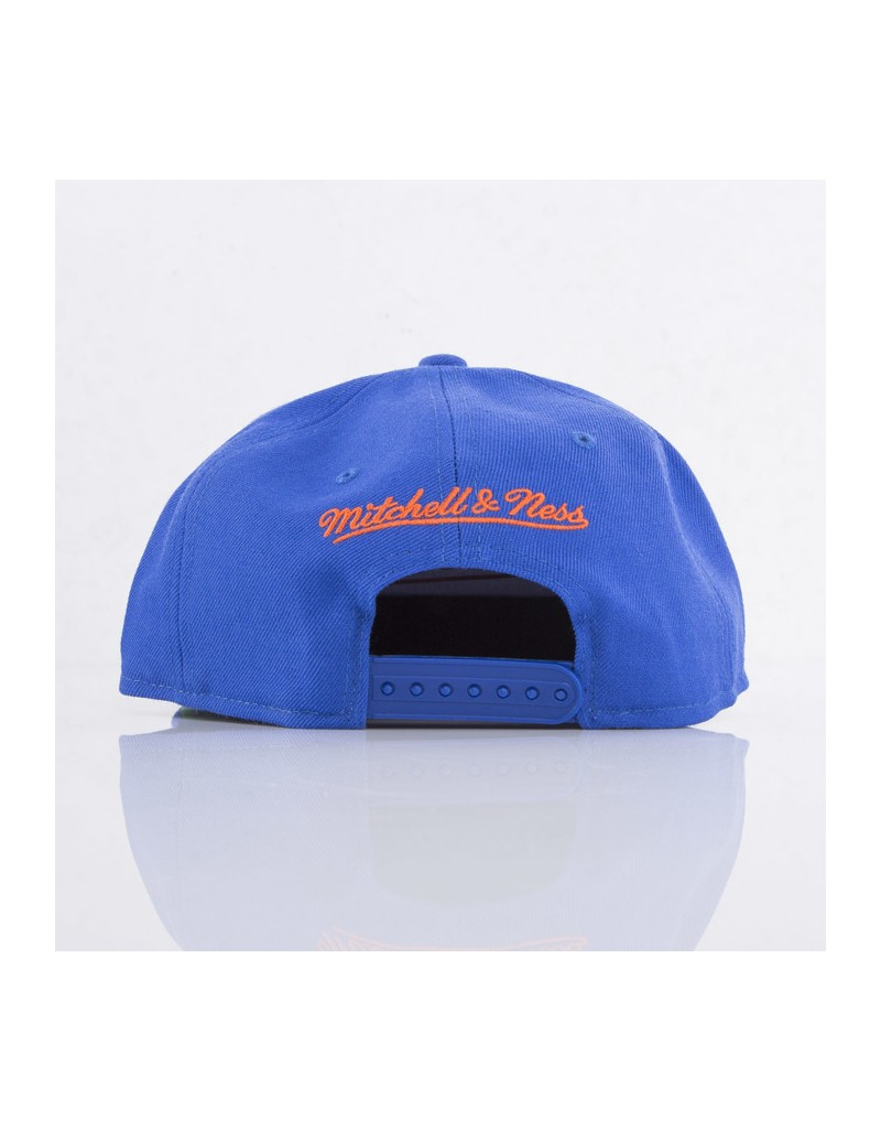 new product d6e49 74469 Mitchell   Ness New York Knicks Snapback
