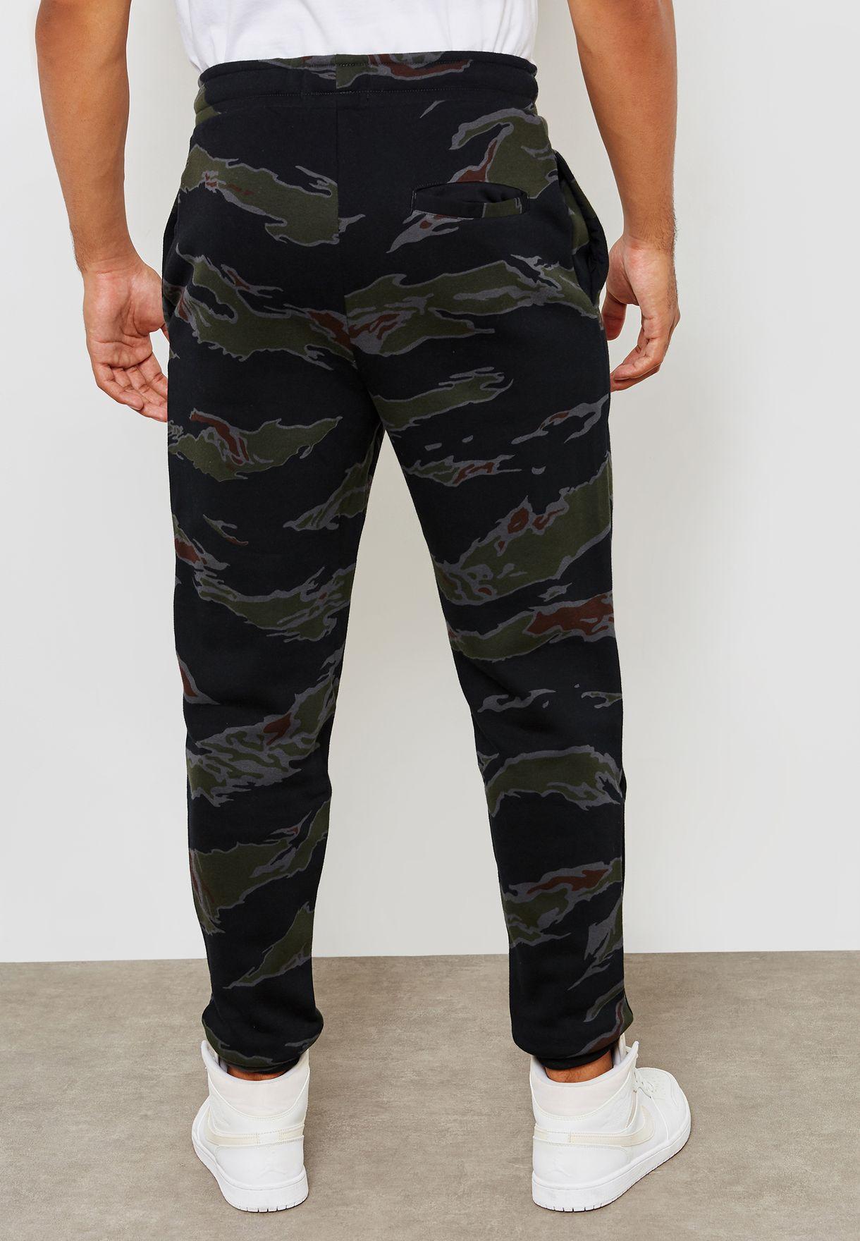d270150a8b81 Shop   Free time   Clothes   Shorts   Pants